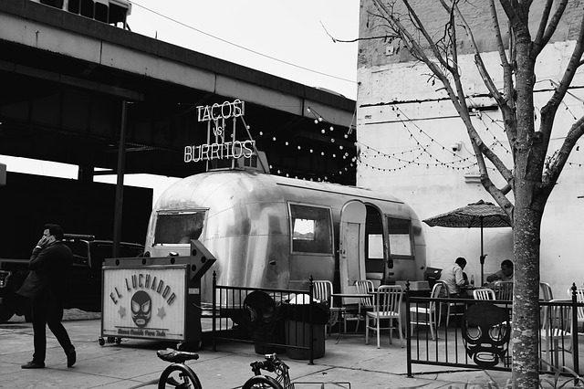 Food trucki w natarciu – czyli o tym skąd i kiedy przyszła moda na foodtrucki?